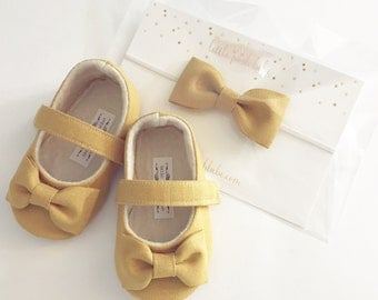 Handmade Soft Soled Baby Shoes Mustard Toddler Shoes Mustard Linen Shoes Navy baby Shoes - Maple