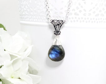 Silver Labradorite Pendant Necklace, Gemstone Necklace, Raw Crystal Necklace, Stone Necklace, Gift for Sister, Gifts for Her Birthday