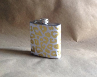 Wedding Party Gift Gold and White Leopard Print 6 ounce Stainless Steel Girly Gift Flask KR2D #GWL6
