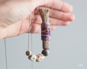 Boho chic jewelry. Unique handmade driftwood necklace. One of a kind. Crochet and wooden jewelry. Grey and olive green. Ceramic pendant. Eco