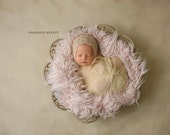 RTS CREAMY - Pequeñas Faux Fur Singles - Newborn Prop, Newborn Photography, Newborn Fur