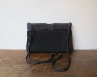 Vintage '50s La Regale Black Pleated, Pintuck Purse w/ Snapping Hinged Band Closure