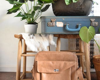 vintage samsonite brown vinyl travel bag luggage with key / shoulder bag / messenger bage / tote