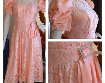 Vintage 1980s Pretty Peach Lace Dress with Bow // Prom Dress // Formal Dress // Summer Dress