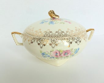 Royal China Round Covered Vegetable Bowl Dish Pattern 5186 22 K Gold Trim on Ivory Cream Ribbed with Pink and Blue Flowers