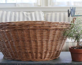 Vintage Wicker Laundry Basket // Country French // Cottage Chic // Farm Chic // 2 Handles