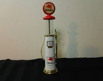 Vintage 1997 Gearbox Limited Edition Die Cast Metal 1930's Wayne Gas Pump replica ~ Mobilgas Red Pegasus logo