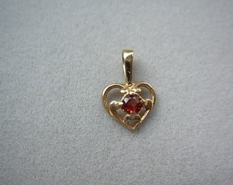 Gold 14ky heart pendant with garnet.