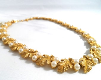 Vintage Trifari Oak Leaf and Pearl Necklace Gold Tone and Pearl Necklace Choker Necklace Bridal Necklace Wedding Jewelry  1950s Jewelry