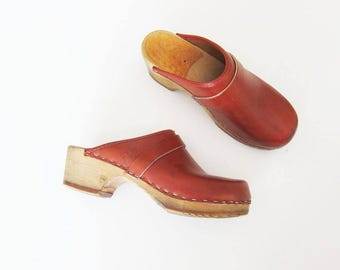 Leather Clogs / 70s Wood Clogs / 1970s Womans Mules / Vintage Womans Clog Shoes sz 5