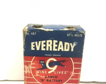 Vintage 50s No. 467 EVEREADY Nine Lives RADIO B BATTERY / 67 1/2 Volts / Vintage Battery Shelf Sitter