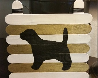 Beagle: Hand-painted, wooden sign with white and gold stripes
