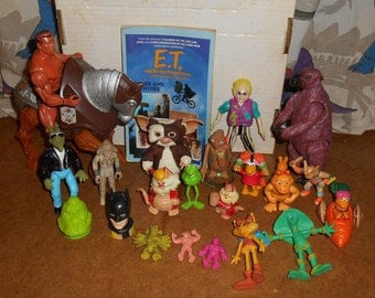 1980's Toy Box lot of 23. Gremlins, Ghostbusters, Beetle Juice, Star Wars, E.T., MOTU, Thunder Cats, and more!
