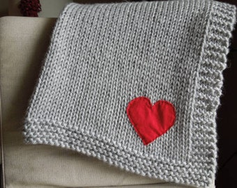 Knit Baby Blanket, Baby Girl Blanket, Blanket with Heart, Baby Shower Gift / Gray Red
