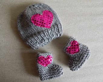 New Born Set, Baby Girl Booties, Newborn Girl Hat, Baby Shower Gift / Gray Pink Sparkly Heart
