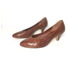 Brown shoes, brown heels, brown pumps, leather shoes, brown, low heel shoes, women's shoes, size 75 shoe 8