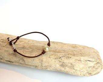 Australian pearl bracelet, Australian leather,  south seas pearl on leather, woman bracelet