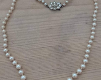 Vintage graduated Pearl necklace