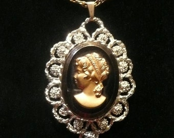 Vintage Mid Century Glass Cameo Necklace