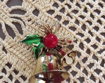Vintage 1960s 1970s Brooch Pin Christmas Ringing Bells Holly Berries Leaves