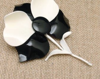 1960s Black and White Flower Brooch Pin