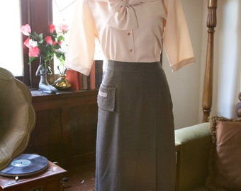 1940s / 1950s grey / gray A line skirt with pocket and buttons M
