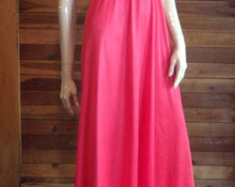 Vintage Lingerie 1970s VANITY FAIR Red Size 32 Sweep Nightgown