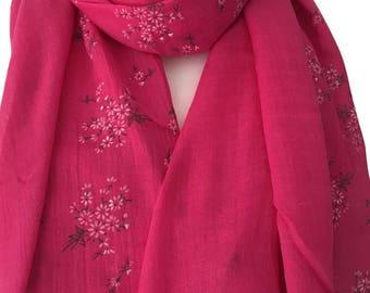 Pink Floral Print Scarf, Ladies Fuchsia White Daisy Flowers Shawl, Ladies Cerise Wrap