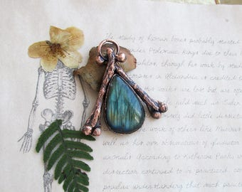 Bone necklace, big labradorite, bones jewelry, labradorite statement pendant, memento mori, tribal necklace, wiccan jewelry , witchcraft