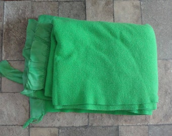 Vintage Bright Kelly GREEN Heavy Weight WOOL BLANKET 60'' x 86''