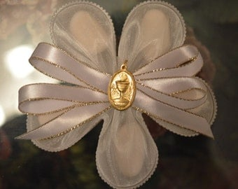 LOT OF 10 Confetti Flower with Communion Pendant, Almond Favors, Bomboniere, Italian favors, Jordan almonds flowers, Koufeta, Favours