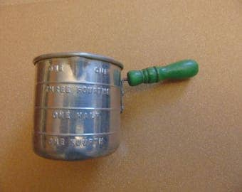 Vintage aluminum one cup measuring cup green wood wooden handle
