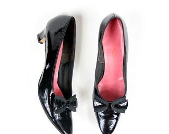 Sz 9 Black Patent 1960's Bow Kitten Heels