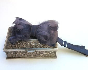 Gray Bow Tie with Feather. Men bow tie. Wedding bow tie. Groom bow tie. Groomsman pre-tied bow tie
