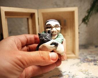 Rodolfo cat. Porcelain sculpture.