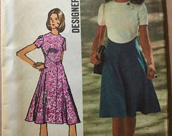 Simplicity 9912 - 1970s Designer Fashion Dress with Shaped Seaming and Raised Waist - Size 14 Bust 36