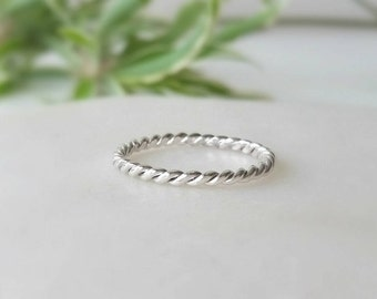 Sterling silver ring. Twisted ring band