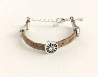 Bracelet for children, made of Cork. with an adjustable length. from 11 to 18 cm.