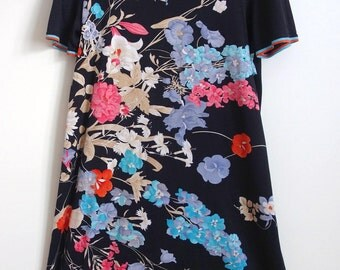 Lovely Vintage 1970s 1980s Japanese print t shirt dress 14