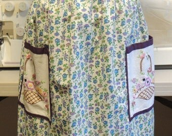 Vintage fabric apron with embroidered pockets and lace