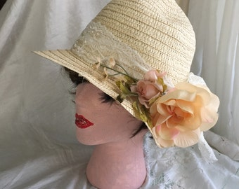 1920s Flapper Cloche Hat White Lace Peach Roses Pale Natural Straw Brand New Orig Design One Size Fits Most