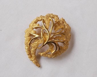 TRIFARI.  Contemporary Gold Tone Brooch.  (577)
