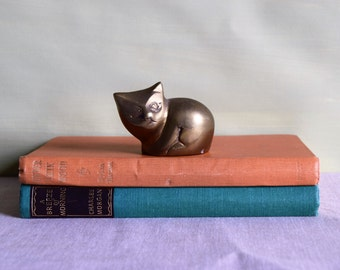Vintage 1970s brass cat figurine, cat statue, cute cat, grinning cat, cat paperweight, brass ornament, animal figurine, gift for cat lover