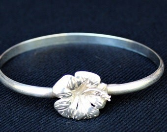 On Sale!! Vintage HAWAIIAN HIBISCUS FLOWER Sterling Silver Hook & Eye Bracelet