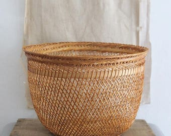 Vintage Delicate Round Woven Rattan Basket