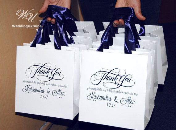 Gift For Guests At Wedding: 30 Wedding Welcome Bags With Navy Blue Satin Ribbon & Names