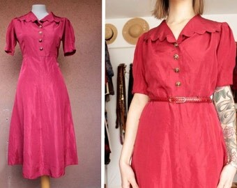 1940's Red Scalloped Dress - 40's Rayon Fitted Dress - Size S / M #626
