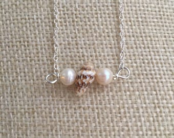 Shell and freshwater pearls necklace