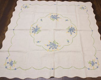 Vintage Linen Tablecloth - Fine Italian Embroidered Floral Tablecloth - Spring Decor - Summer decor - Mother's Day Gift