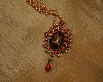 Necklace Renaissance style color red/gold/bordeaux